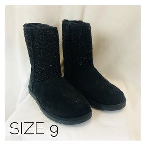 Shoes - Women's 9 Faux Fur Black Boots comfortable warm
